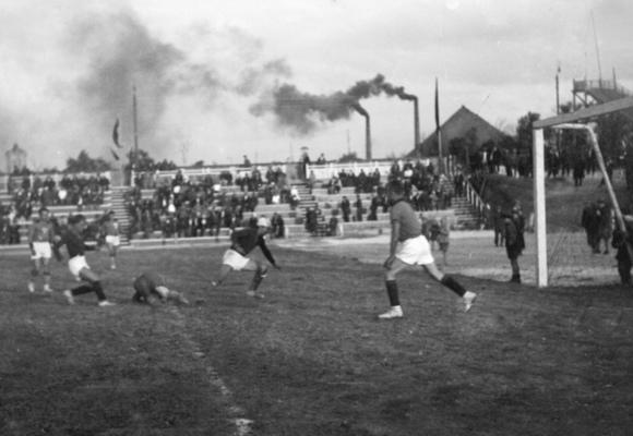 85 лет назад «Стахановец» («Шахтер») сыграл свой первый матч…