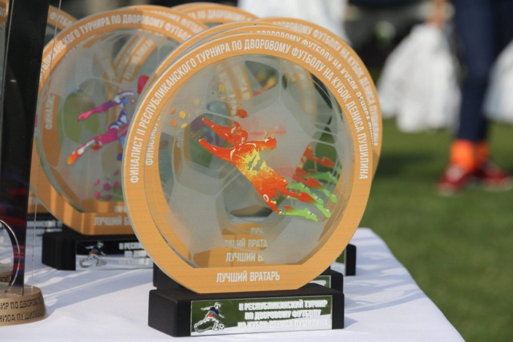 Донбасс не может без футбола: Денис Пушилин наградил победителей турнира по дворовому футболу