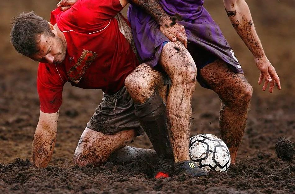 Болотный футбол – особенности игры, правила и история появления